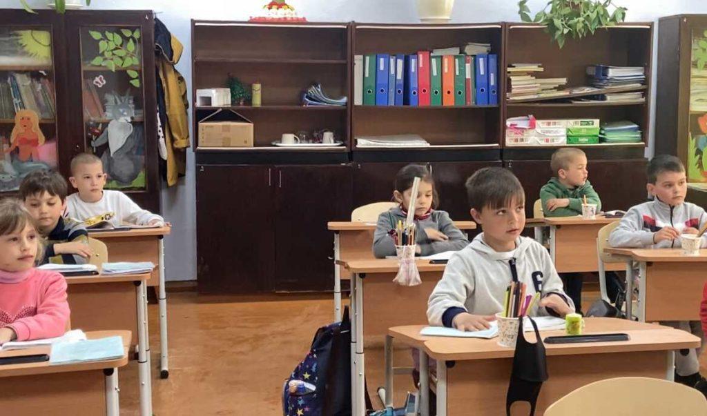 «Хочешь убить государство, начни с образования». Как школа в молдавском селе переживает пандемию. Репортаж NM