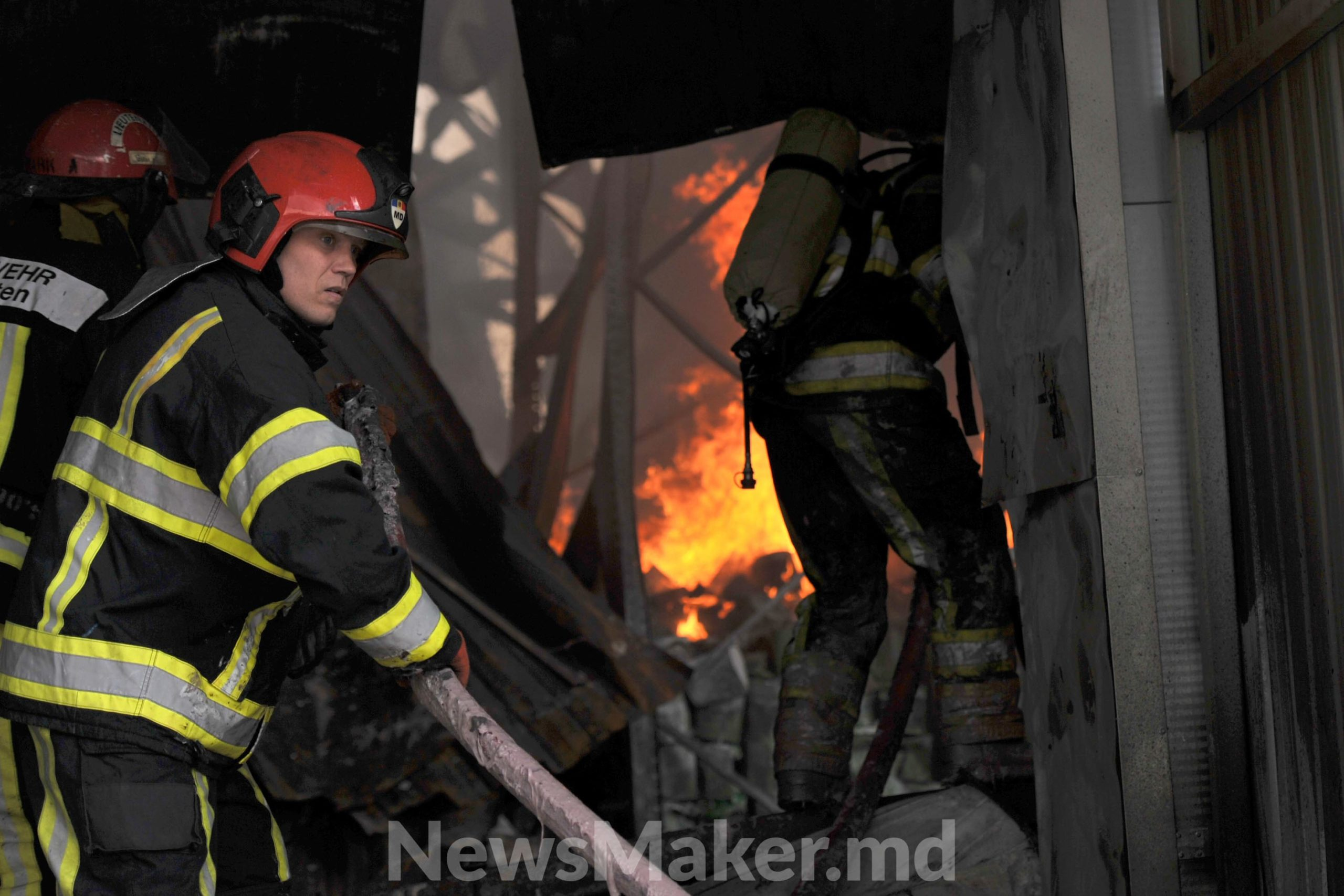 Ce a rămas din depozitul de pe Calea Basarabiei și cum a decurs intervenția pompierilor (FOTOREPORTAJ)