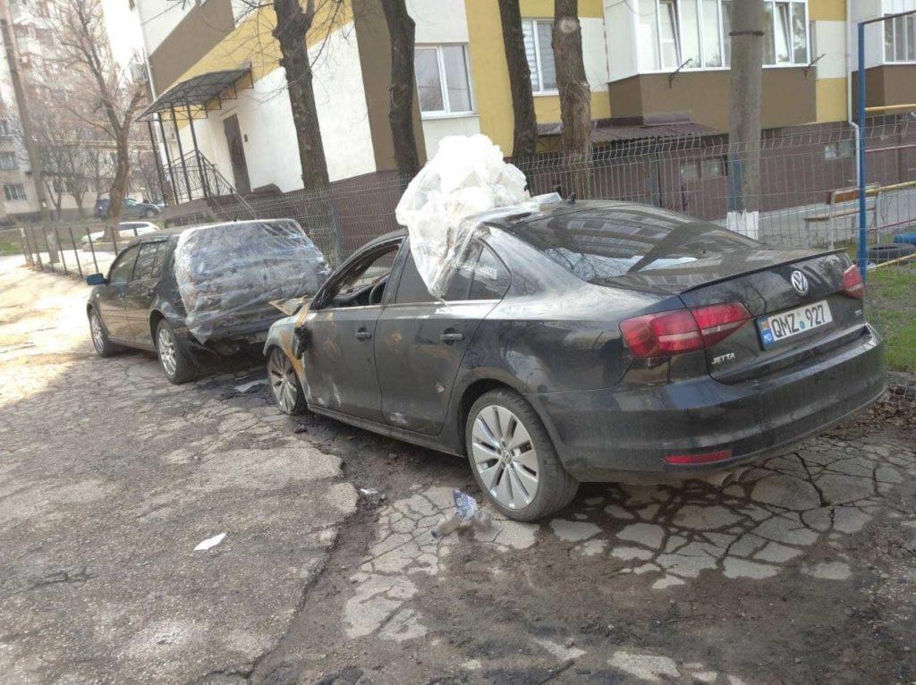 Două mașini au fost cuprinse de flăcări în sectorul Râșcani al capitalei (VIDEO)