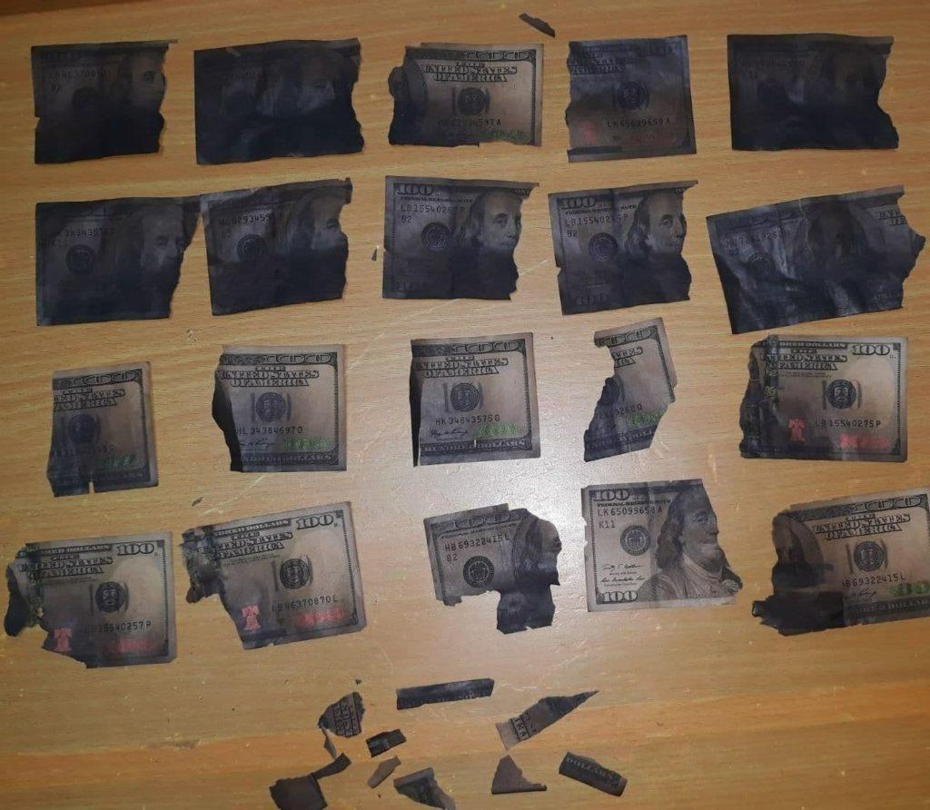 Doi minori din Ialoveni au furat $8000 și i-au ascuns într-o sobă. Ce s-a ales din bani (FOTO)