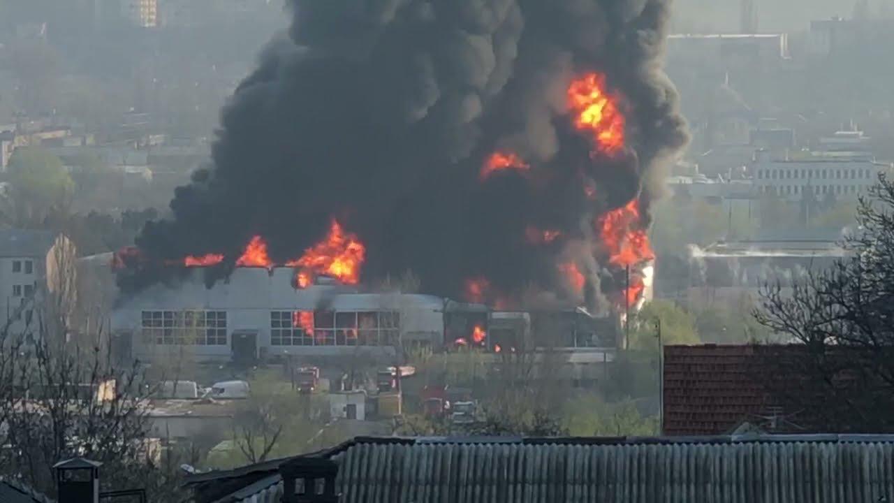 Incendiu puternic la un depozit cu vopsea de pe strada Calea Basarabiei. Precizările IGSU (FOTO/VIDEO)