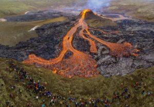 Проснувшийся вулкан Фаградальсфьядль вИсландии выставили напродажу