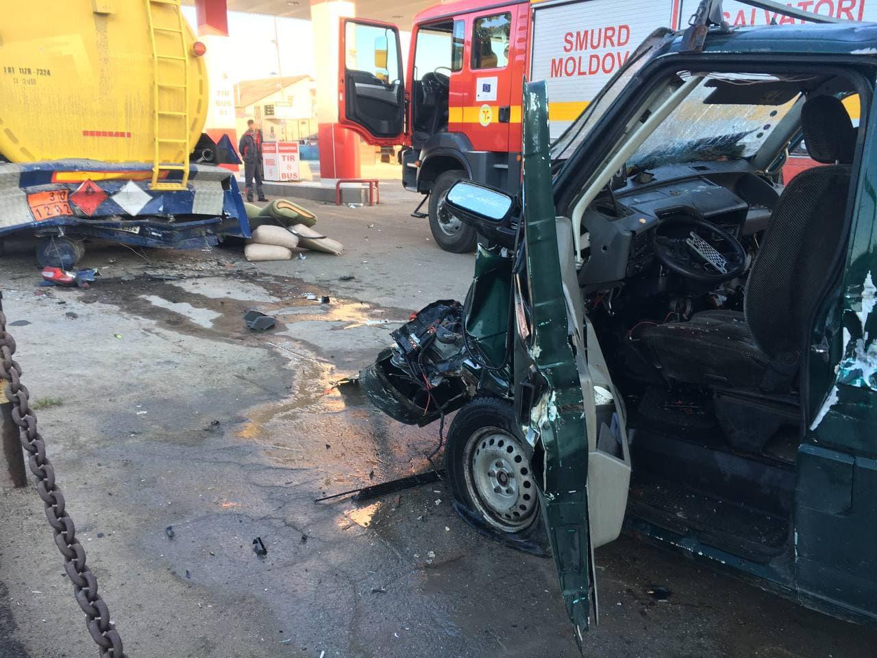 ВКишиневе автомобиль врезался вцистерну наавтозаправочной станции (ФОТО)
