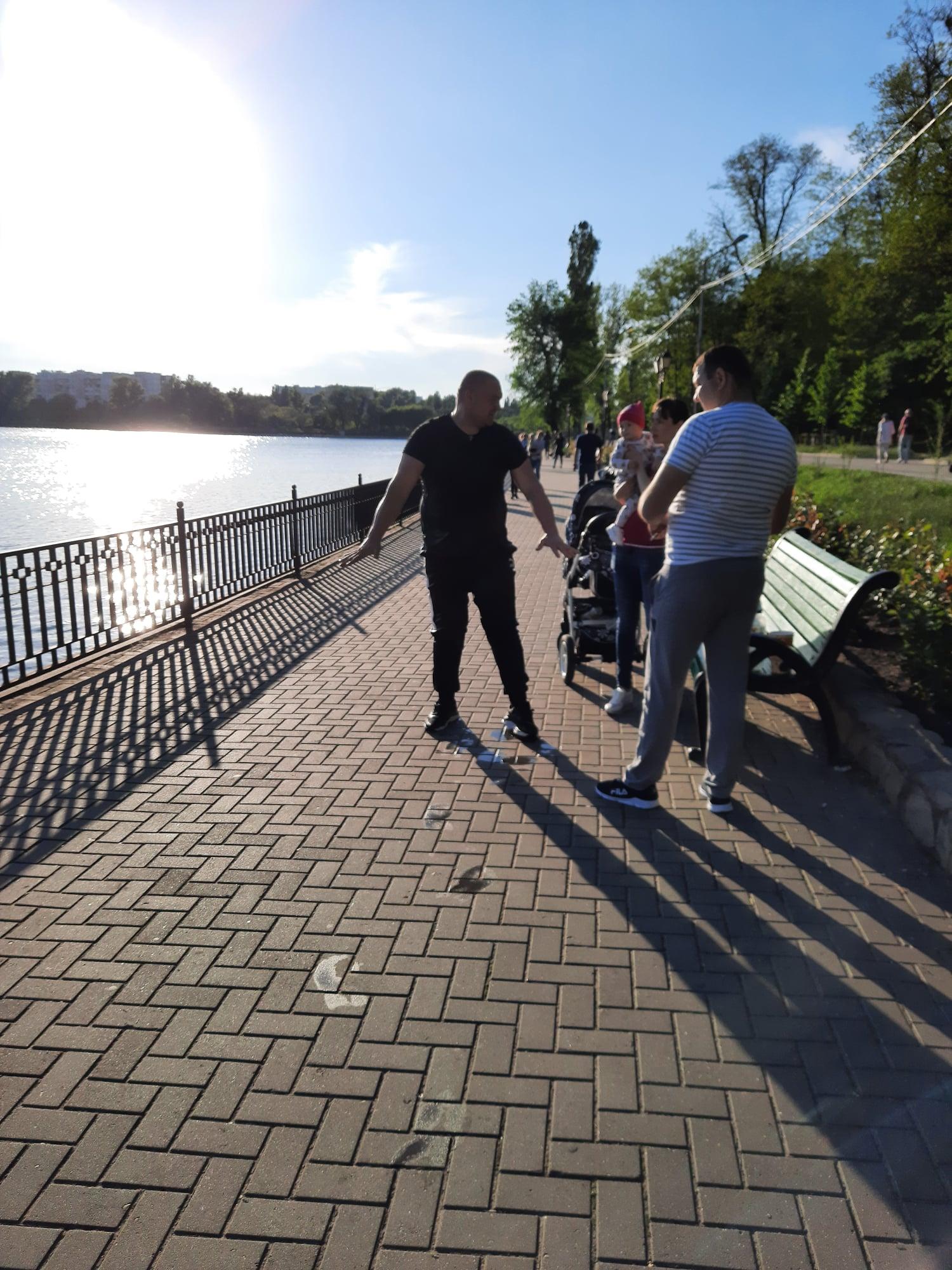 ВКишиневе впарке «Валя Морилор» мужчина спас тонувшего возере ребенка. Носамостоятельно выбраться изводы несмог (ФОТО)