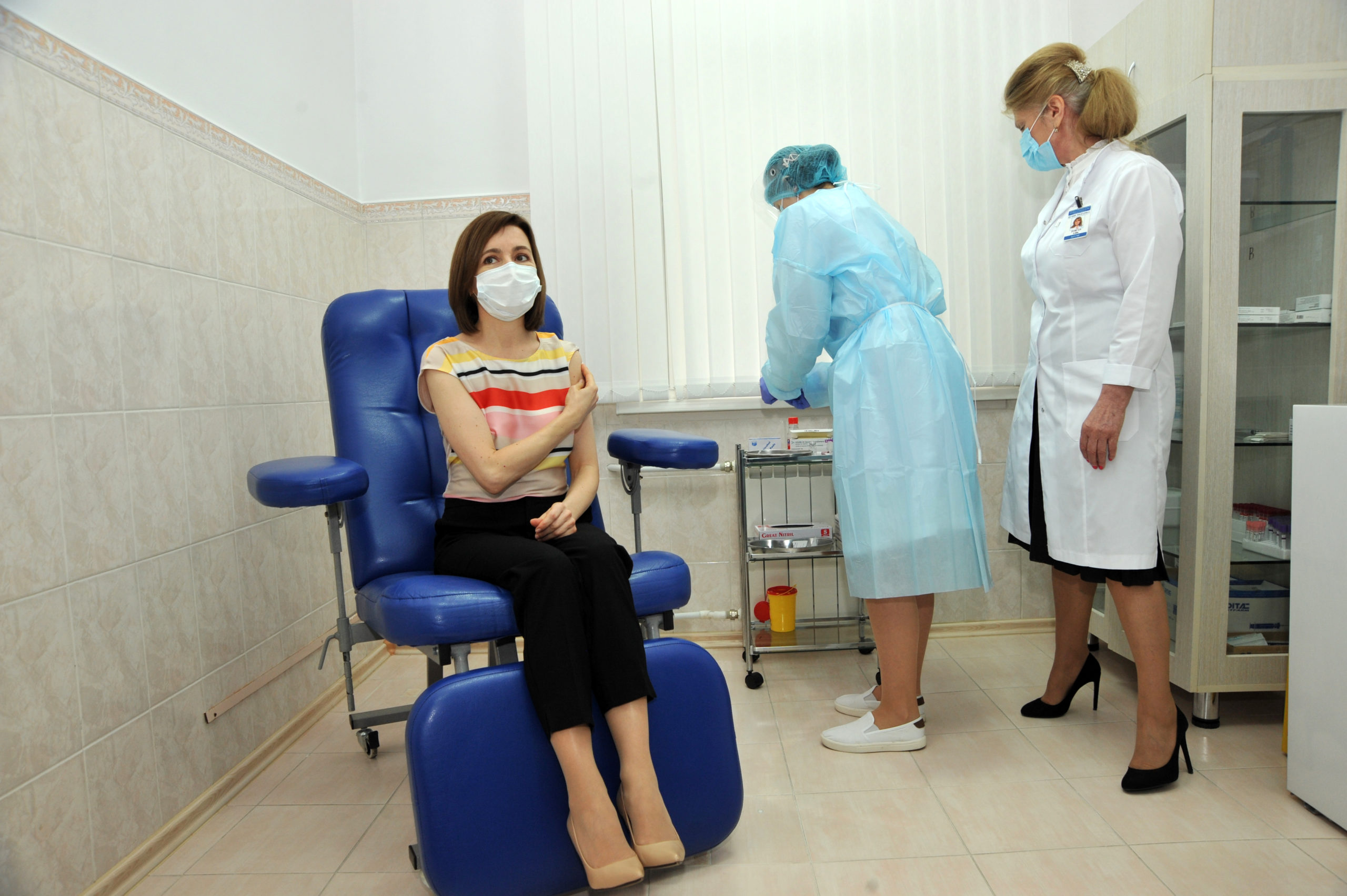 «Защитите свою жизнь!». Санду вакцинировалась откоронавируса (Фоторепортаж NM)