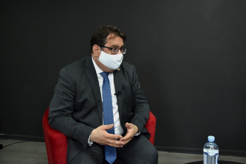 «У каждого гражданина Молдовы ежегодно крадут 7 тыс. леев». Интервью NM с главой Делегации ЕС Петером Михалко