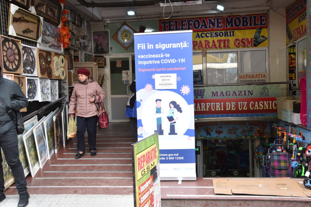 Prima zi de vaccinare contra coronavirusului în Piața Centrală. Cum a fost? (REPORTAJ FOTO)