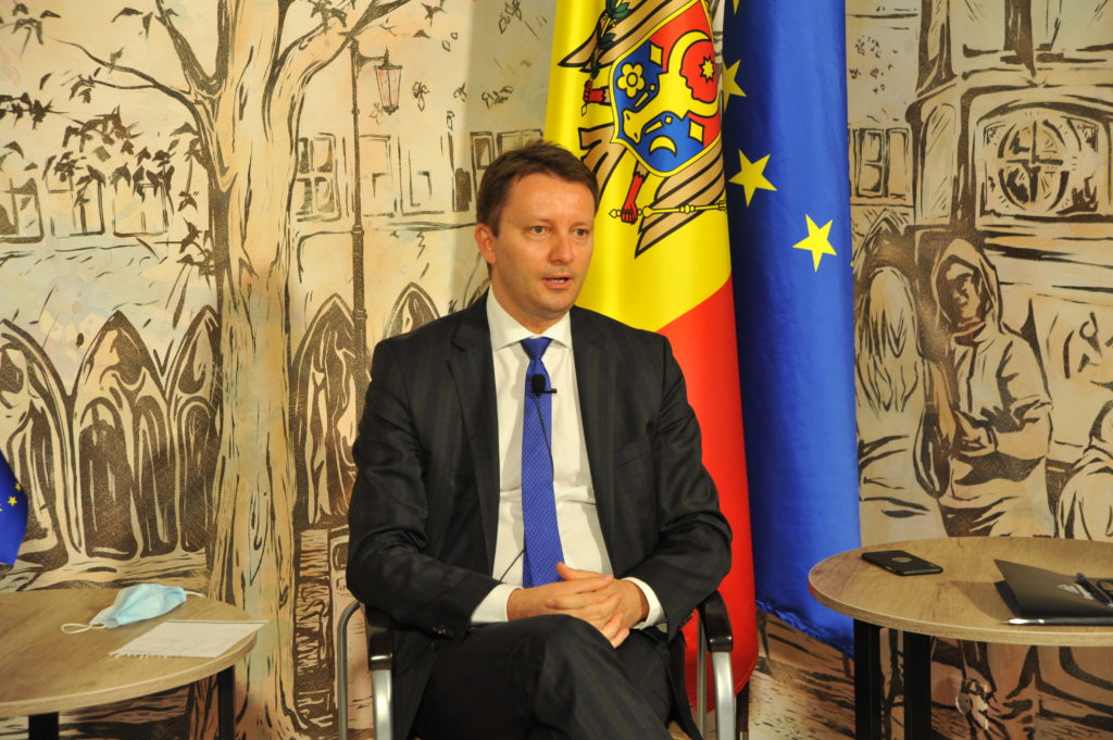 """""""România nu va impune niciodată vize cetățenilor R. Moldova"""". Interviu NM cu europarlamentarul Siegfried Mureșan"""