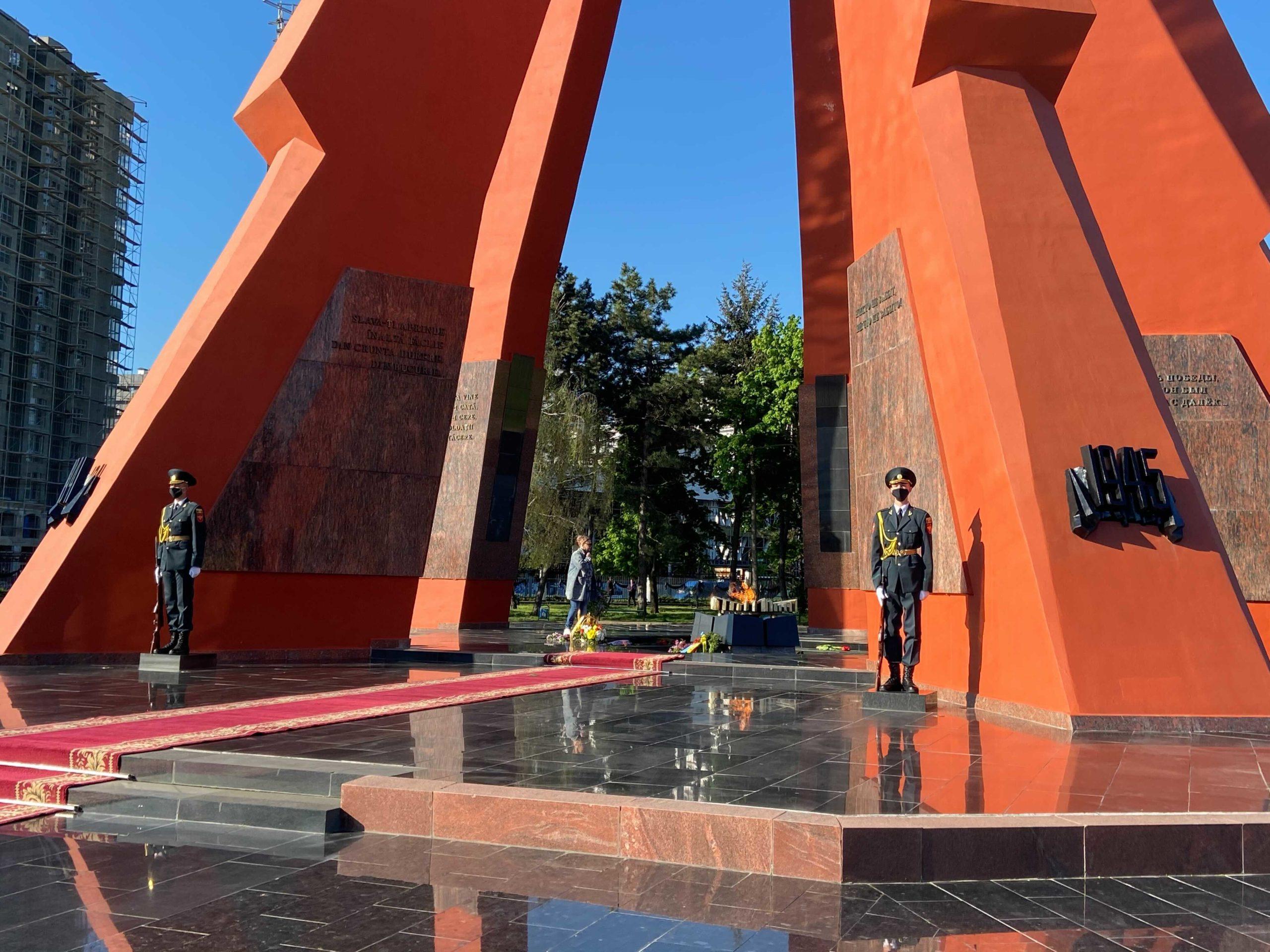 Президент Майя Санду возложила цветы кВечному огню (ФОТО)