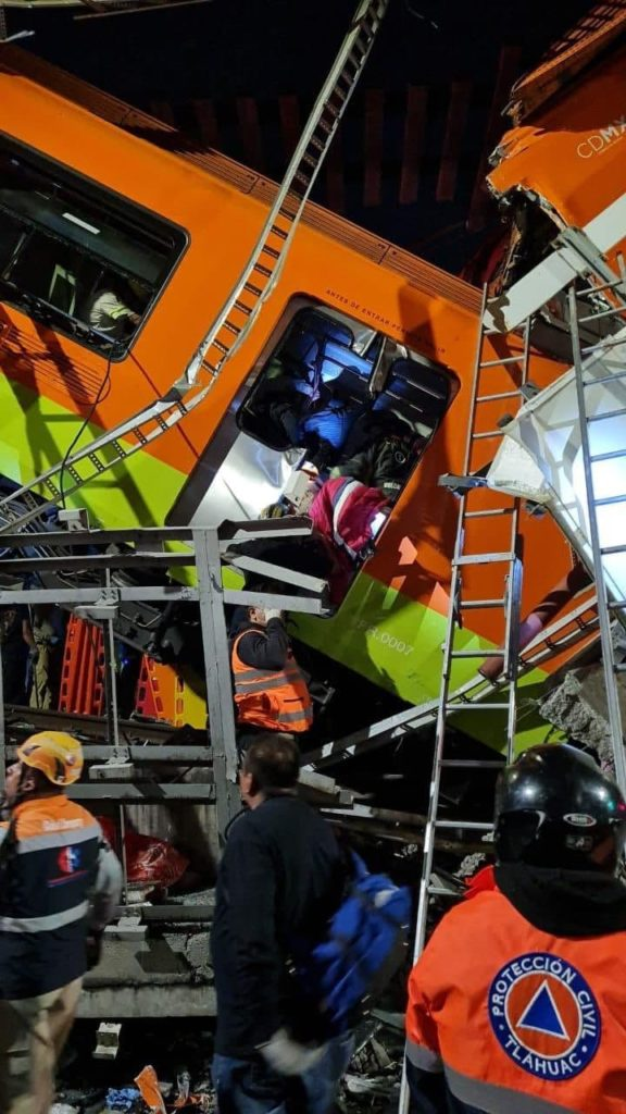 Accident de metrou în Mexic. Sunt cel puțin 20 de morți (FOTO)