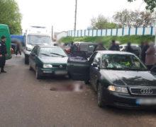 ВФалештах автомобиль насмерть сбил женщину, которая садилась вдругую машину