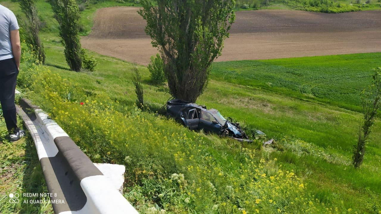 Accident rutier în raionul Cahul. Șoferul a decedat pe loc, iar pasagerii s-au ales cu diverse traumatisme
