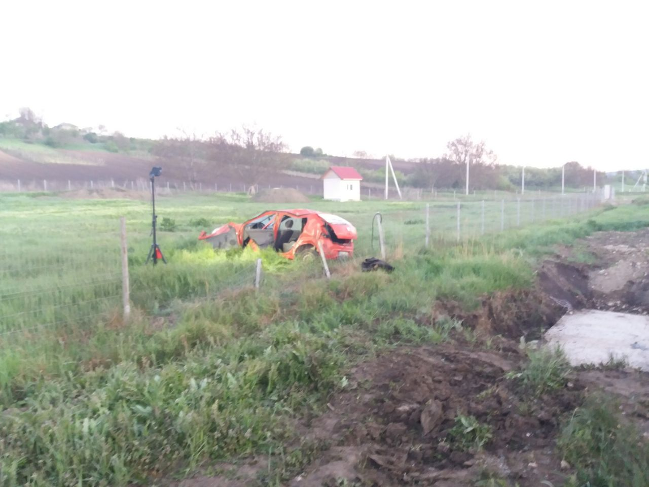 Un tânăr din Nisporeni ar fi urcat la volan în stare de ebrietate și a provocat un accident (FOTO)