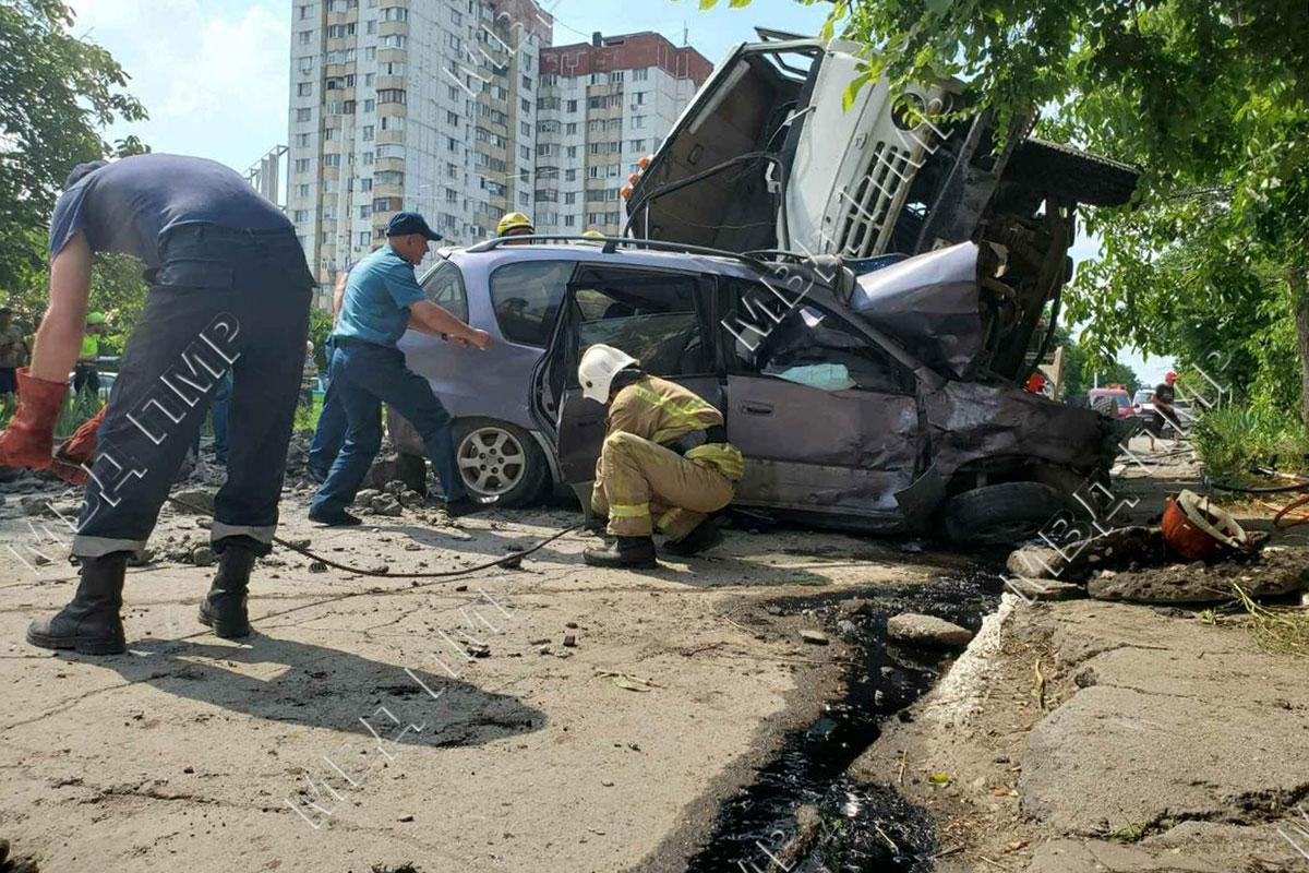 Bender: Un camion a intrat în două automobile. Un bărbat a decedat, iar trei persoane au fost rănite
