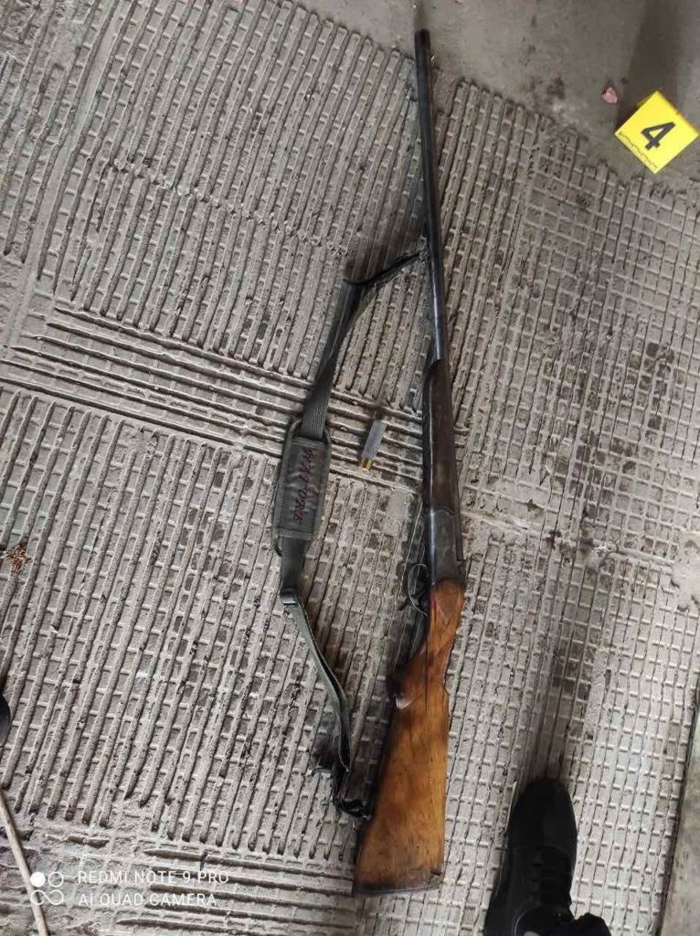 Un tânăr de 18 ani s-ar fi împușcat dintr-o armă de vânătoare în raionul Călărași (FOTO)
