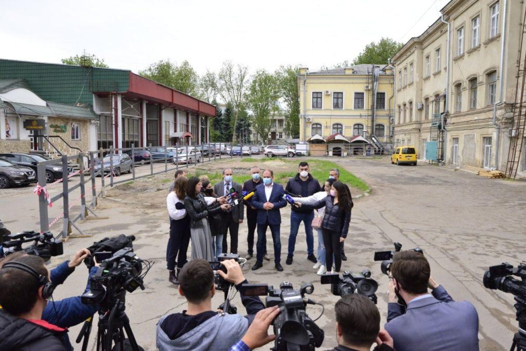 В центре Кишинева строят платную многоуровневую парковку. Что с ней не так