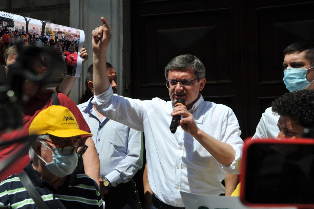 """""""Măi, CEC, ești un eșec"""". Cum s-a desfășurat protestul care a adunat PAS, Platforma DA, AUR și PLDM"""