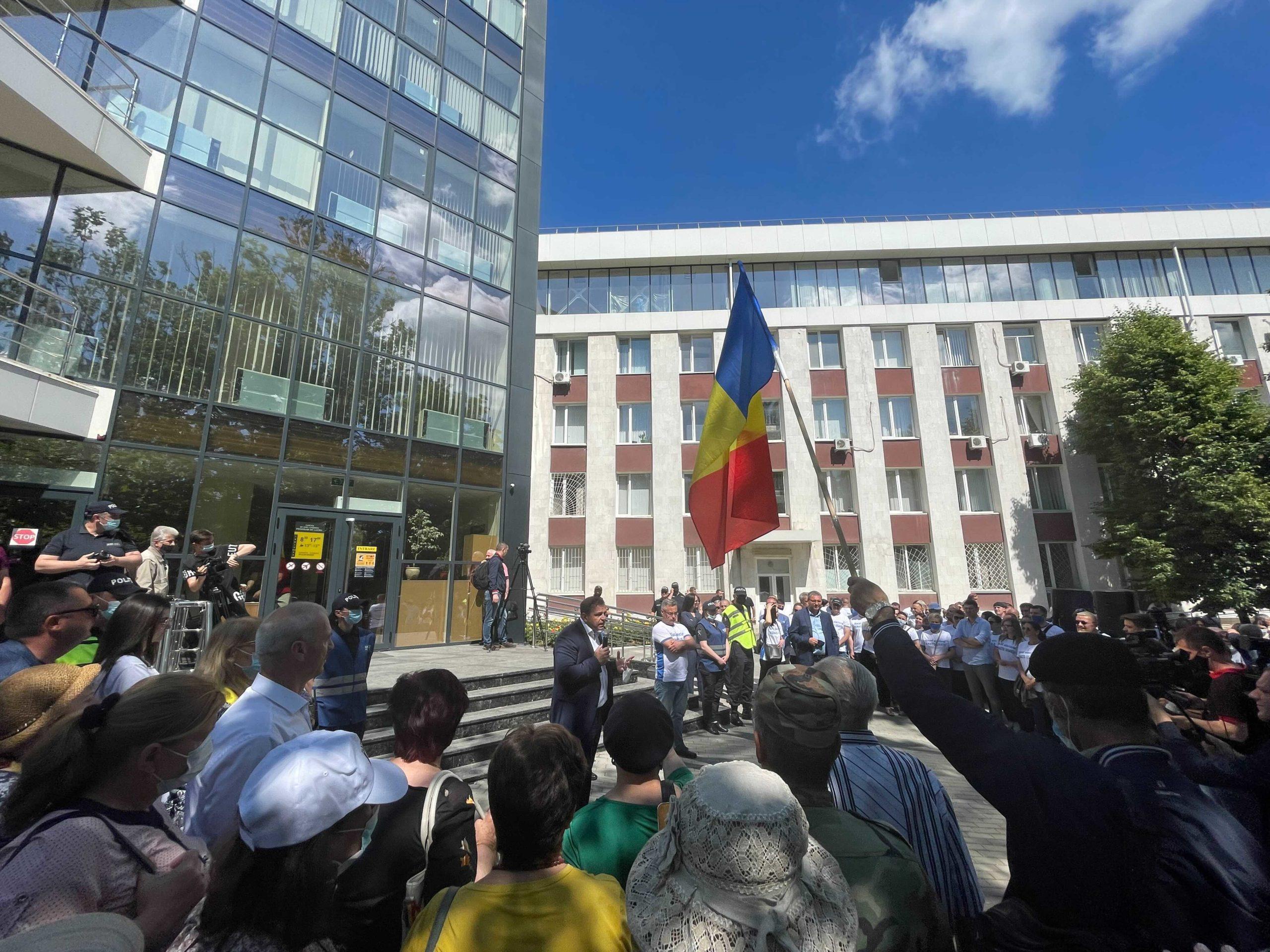 В Кишиневе у здания Апелляционной палаты проходит протест. Онлайн-трансляция