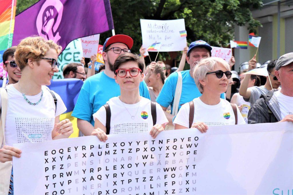 «Всех почему-то волнует, как мы сексом занимаемся, а не как наши права ущемляют». Интервью NM о стереотипах и «игре» в гомофобию