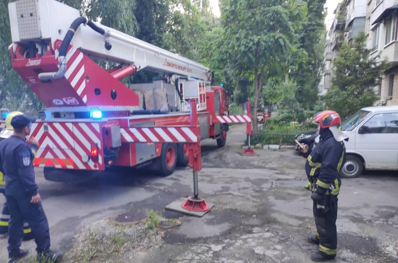 ВКишиневе отмногоэтажного дома откололась иповисла часть конструкции (ФОТО/ВИДЕО)
