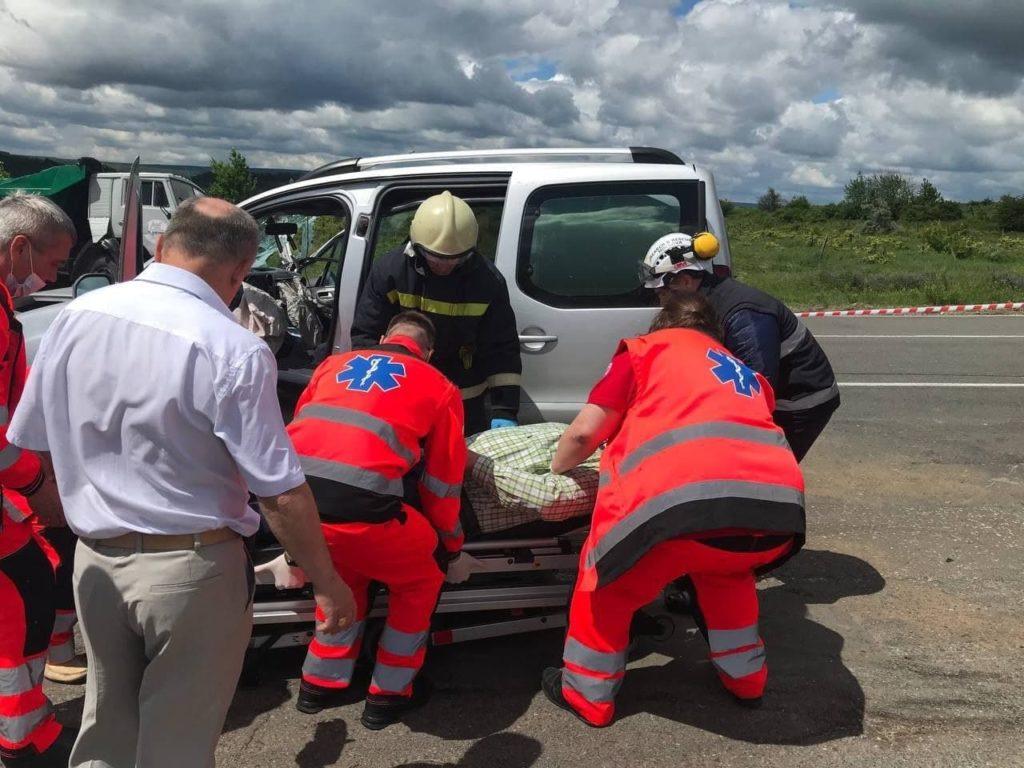 Accident grav în raionul Ialoveni. A fost nevoie de descarcerare, după ce un autoturism a intrat în coliziune cu un camion (FOTO)
