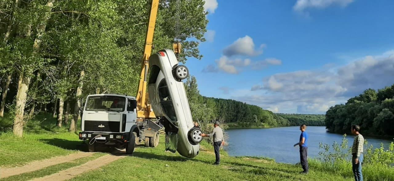 ВДубоссарском районе автомобиль упал вДнестр (ФОТО/ВИДЕО)