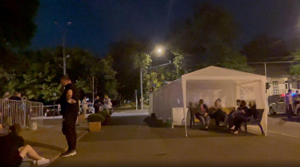 Очередь за«СпутникомV» уДворца Республики выстроилась сночи. Утром здесь стартует марафон вакцинации (ФОТО, ВИДЕО)