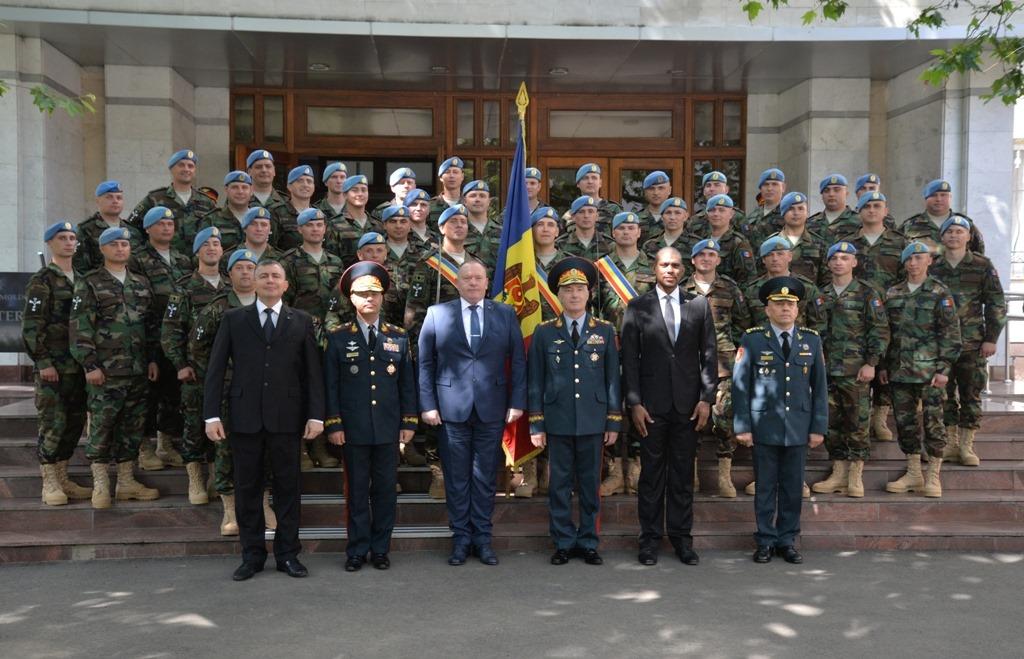 Ministrul Apărării a lipsit ieri de la ședința guvernului fiind în spital, iar astăzi a participat la o ceremonie militară (FOTO)