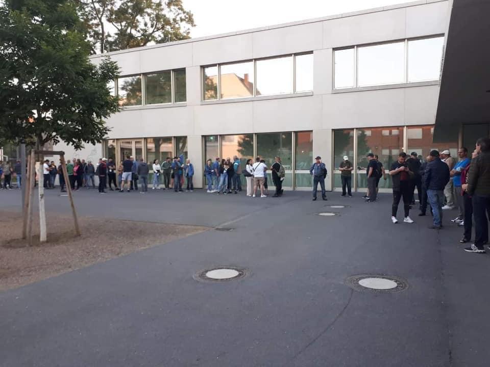 В Германии и Италии до открытия избирательных участков образовались очереди (ФОТО/ВИДЕО)