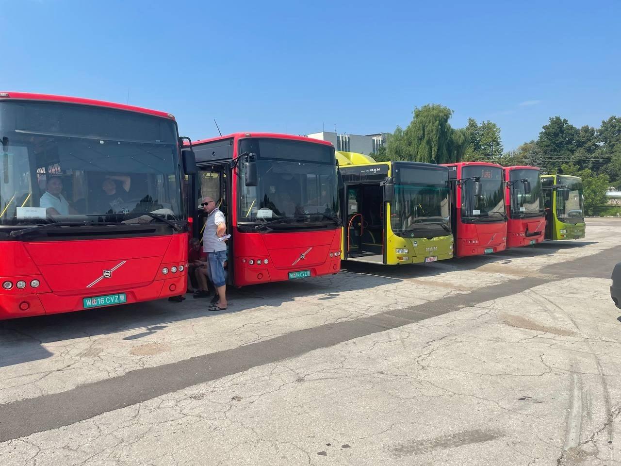 Alte șapte autobuze cu parcurs au ajuns la Chișinău (FOTO)