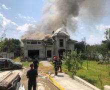 Ucraina: Un avion sportiv s-a prăbușit peste o casă de locuit. Patru persoane au decedat (VIDEO)