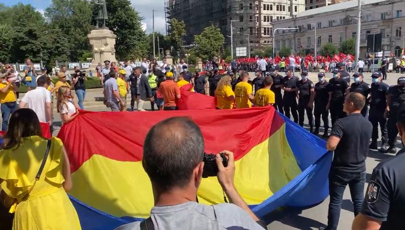 В Кишиневе представители AUR преградили путь маршу ПКРМ-ПСРМ. Онлайн-трансляция