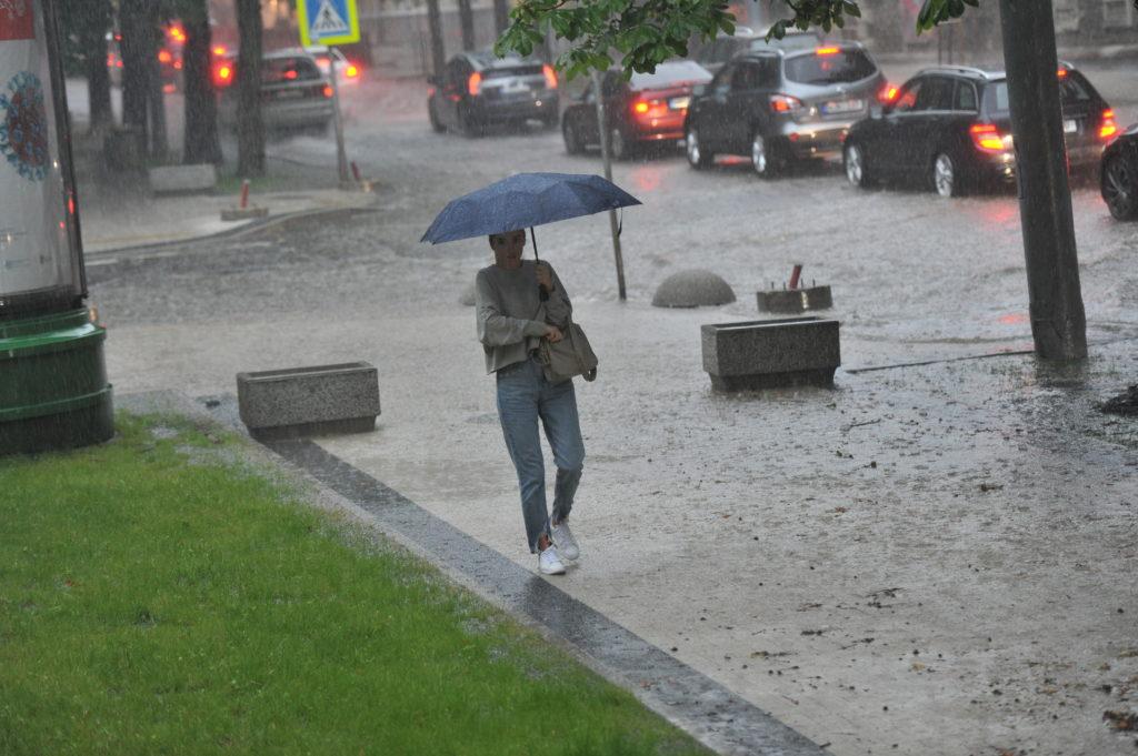 Улица или река? Вочто ливень превратил центр Кишинева. Фоторепортаж NM