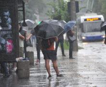 Ploaia a dat peste cap orarul troleibuzelor din capitală (VIDEO)