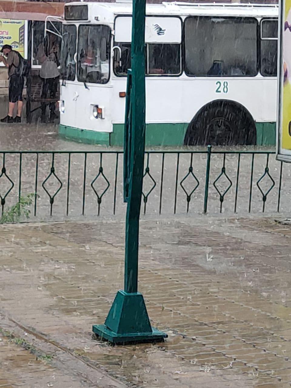ВБендерах иТирасполе затопило улицы из-за дождя (ВИДЕО/ФОТО)