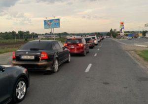 Натрех КПП награнице Молдовы иРумынии образовались очереди машин (ОБНОВЛЕНО)