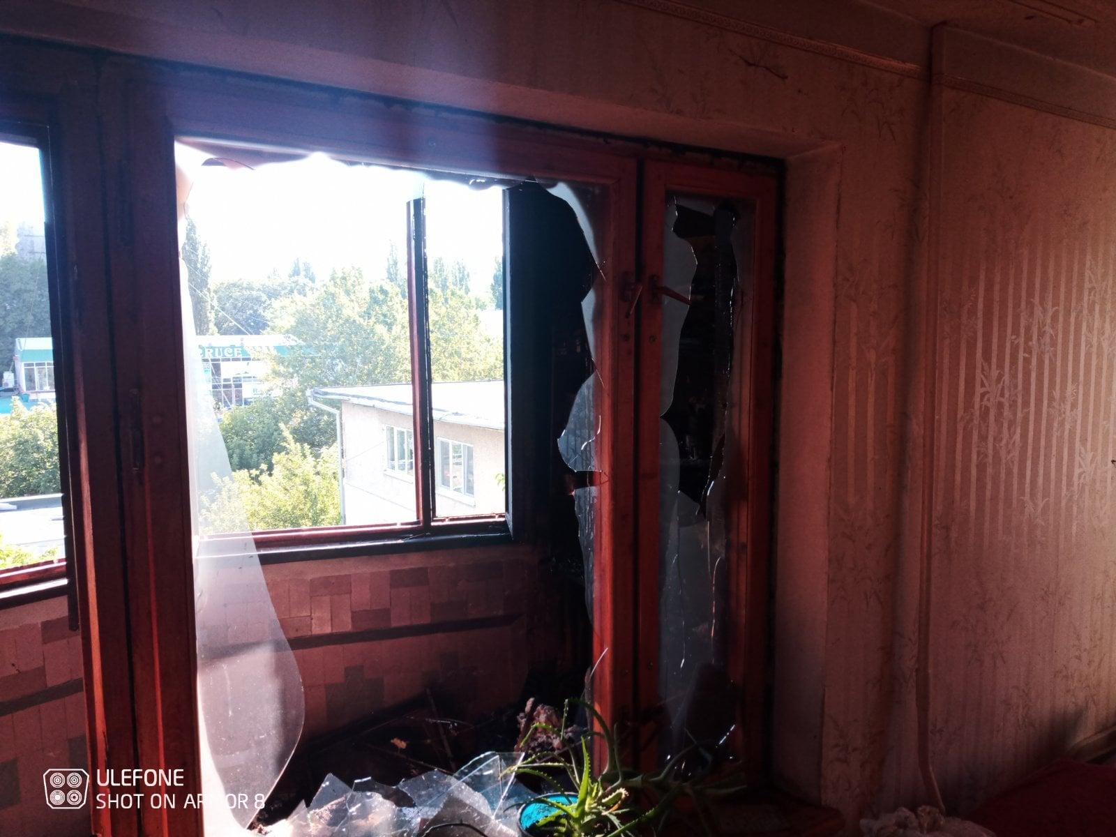 Incendiu într-un bloc de locuit din sectorul Botanica. Patru autospeciale au intervenit (FOTO)
