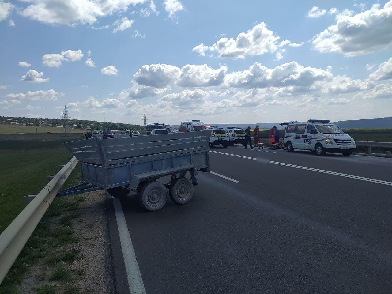 Accident în raionul Orhei. Un bărbat a decedat, iar două persoane au fost transportate la spital (FOTO)