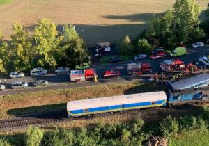 Cehia: Două trenuri de pasageri s-au ciocnit. Două persoane au decedat, iar alte 48 au fost rănite (VIDEO)