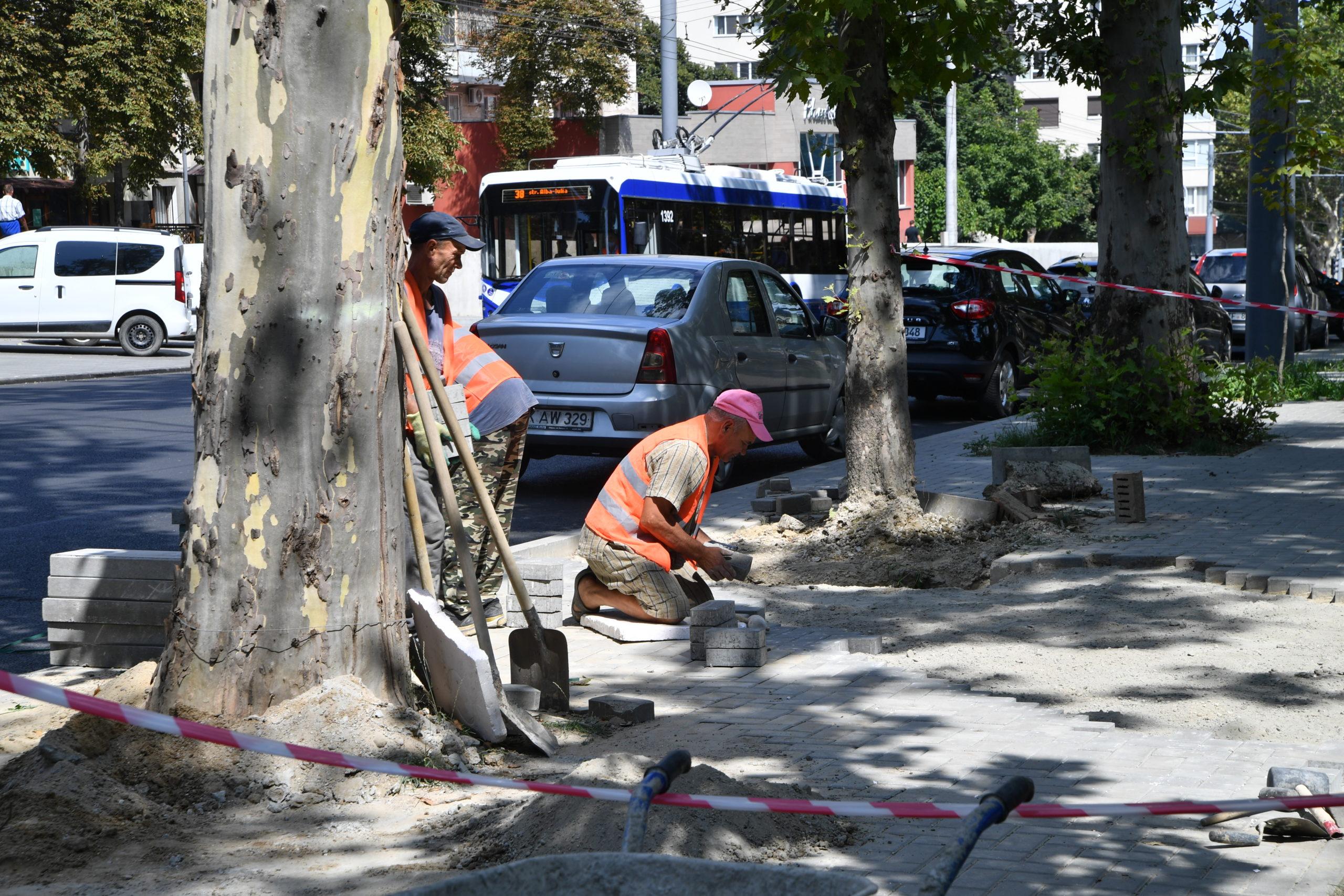 Cum decurg lucrările de reparație a străzii Ion Creangă. Fotoreportaj NM