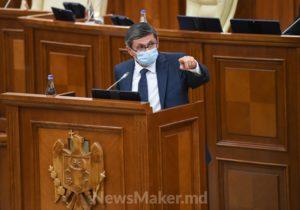 Grosu propune interzicerea serviciilor VIP la Aeroport pentru demnitarii de stat: Să se întrețină cu cetățenii (VIDEO)