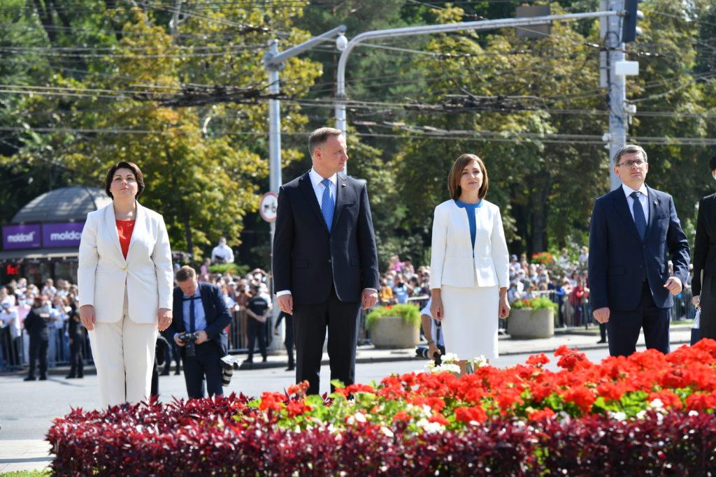 Patru președinți, 30 de ani, flori și ceață. Ziua Independenței, în imagini (Fotoreportaj)