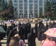 «Призываем верующих обратиться кспециалистам». Митрополия Молдовы опротесте против обязательной вакцинации