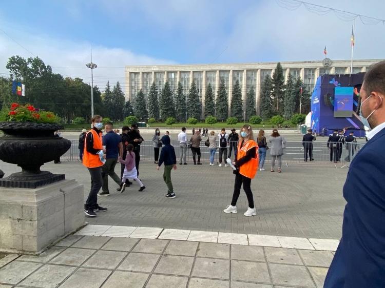 Măști gratuite pentru participanții la festivitățile din centrul capitalei (FOTO)