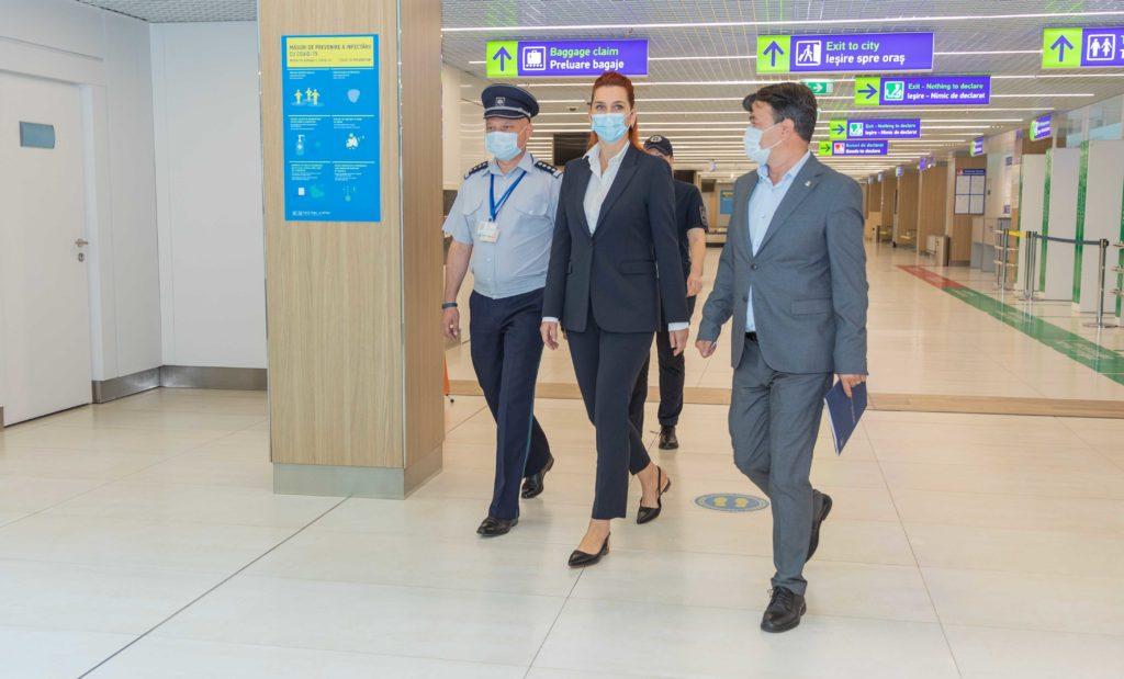 Ministrul de Interne și șeful Poliției de Frontieră au făcut o vizită inopinată la Aeroportul Chișinău (FOTO)