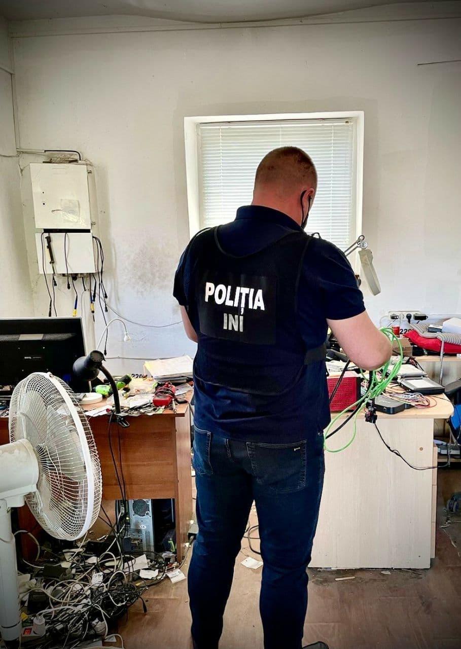 """Poliția avertizează: a crescut numărul """"afaceriștilor"""" care repară mașini cu piese uzate, punând în pericol participanții la trafic"""