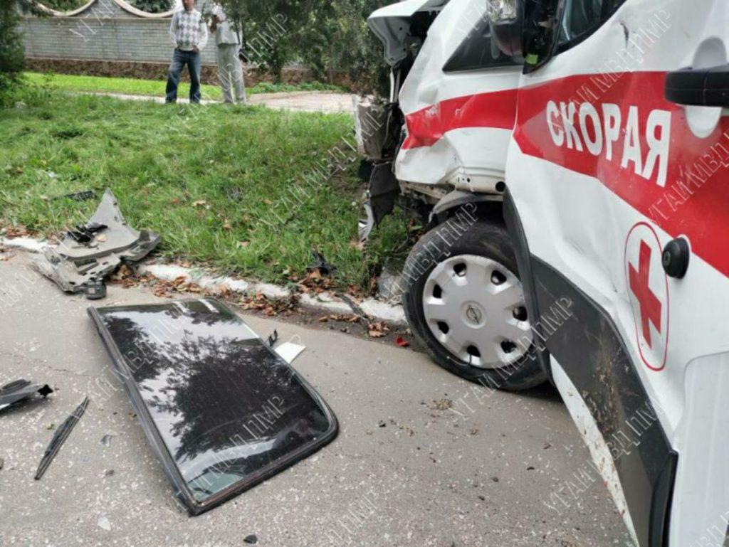 ВРыбнице машина скорой помощи попала ваварию. Пострадали три человека (ФОТО)