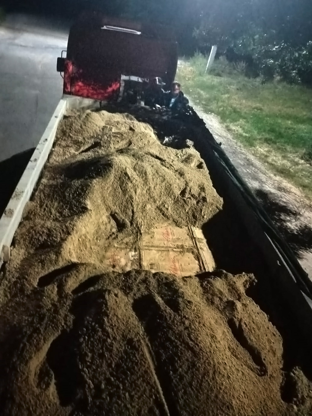 Закопали 2млн сигарет вгрузовике спеском. Таможенники предотвратили контрабанду изПриднестровья (ВИДЕО)