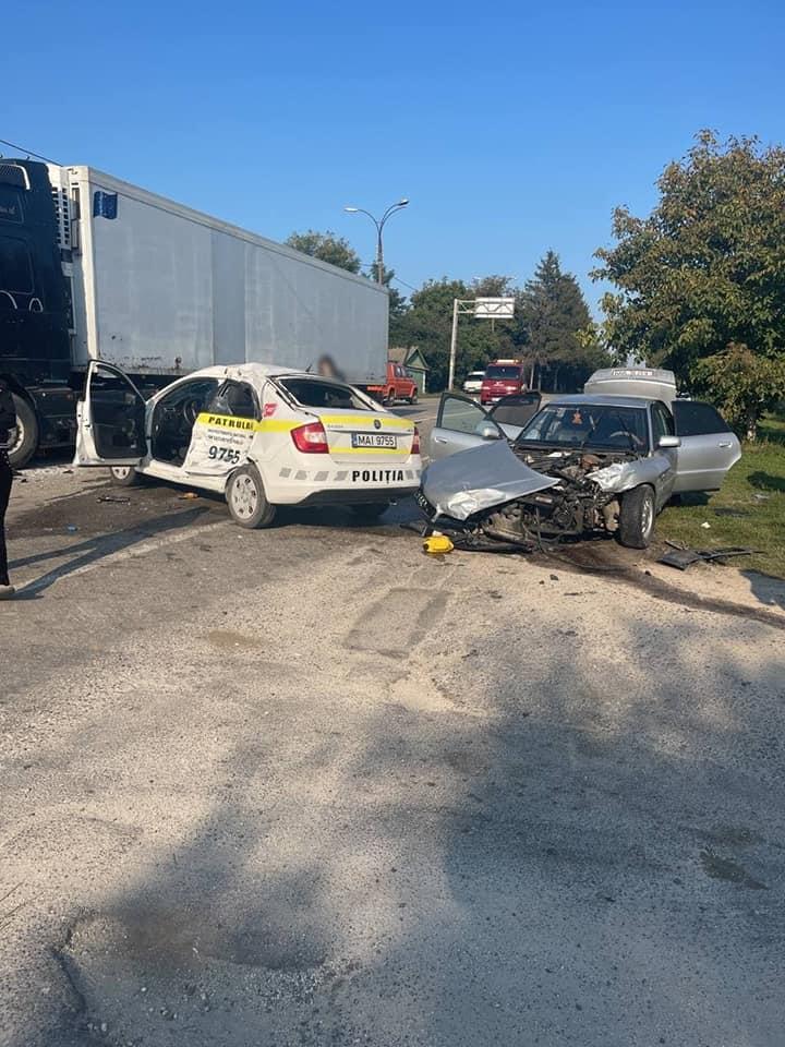 Un polițist de patrulare a fost spitalizat în urma unui accident care s-a produs în raionul Briceni (FOTO)