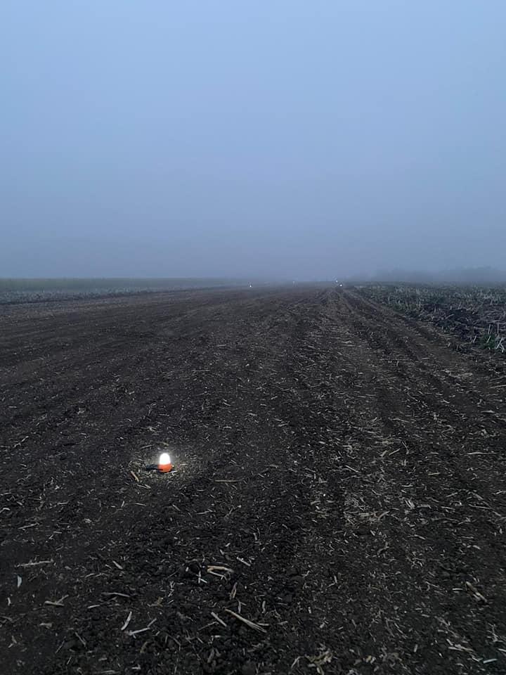 UPDATE Un avion cu țigări de contrabandă a fost oprit în raionul Edineț. Aeronava urma să ajungă în România (FOTO)